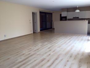 Erg ruim en gezellig appartement met 2 slaapkamers in het hartje van Lier. Het appartement heeft een ruime entree met ingebouwde kasten en een gastent