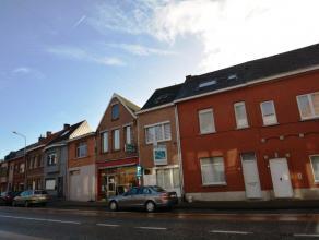 Charmante en goed onderhouden woning met 3 slaapkamers, garage en stadstuin, gelegen in het centrum van Kessel. Bestaande uit: gelijkvloers: inkomhal;