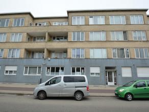 Instapklaar appartement (90 m²) met zeer veel lichtinval, gelegen op de 3de verdieping (geen lift aanwezig), bestaande uit: inkomhal (10,5 m&sup2