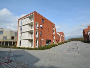 Nieuwbouwappartement in Residentie Sion, type half open bebouwing met veel lichtinval, gelegen op de eerste verdieping bestaande uit: inkomhal met rui