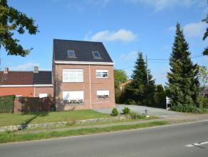 Woning met praktijkruimte of tweewoonst (HOB) op 1.498 m², thans ingericht als 2 ruime appartementen (beide 125 m²). Het gelijkvloers appart