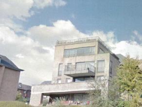 Dans un quartier calme et aéré, à proximité des commerces et transports, très bel appartement duplex penthouse de +