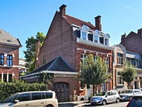 Quartier Montjoie, très jolie maison de ville dans un environnement calme avec superbe jardin de 5 ares, surface habitable +/- 350 m². Hal