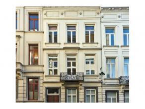 A proximité de l'avenue Louise et non loin de la Place Stéphanie , belle maison bruxelloise de caractère fin 19ème sise su