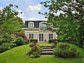 Dans le quartier de l'Observatoire ravissante villa de style Mansard 1980 sise sur un terrain de +/- 11 ares18 ca, beau jardin sud ouest. Surface b&ac