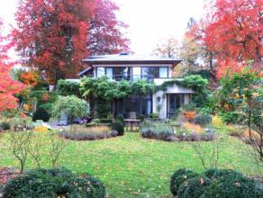 Dans un agréable clos du quartier de l'Observatoire, très agréable villa de style contemporain 3 façades bâtie en 19