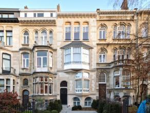 Dans belle maison de maître entièrement rénovée, ravissant rez-de-chaussée/duplex MEUBLE avec beaucoup de goût