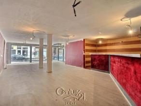 Vaste surface commerciale (+/-185 m²) jouissant d'une situation privilégiée (accès rue ROGIER et rue des DAMES BLANCHES). Sa