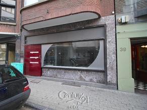 Idéalement situé en plein centre de Namur, bureau ou surface commerciale de +/- 30 m2 . Ce bien possède un wc sépar&eacute