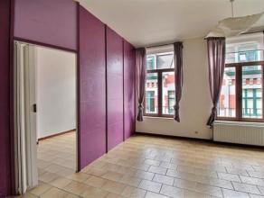 Situé dans le centre de Namur près de toutes commodités, venez découvrir ce lumineux appartement 2 chambres. <br /> Vous j