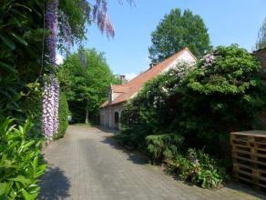 Te koop: villa met afzonderlijk magazijn en bureel van respectievelijk ± 110m² en 24m² volledig in het groen gelegen op ca. 3.150m&su