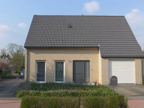 Gunstig en residentieel gelegen villa in Kessel nabij scholen en Kessel Statie bestaande uit 4 slaapkamers. Gezellige inrichting, aangelegde tuin, gar