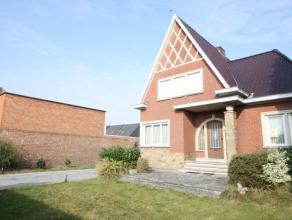 Instapklare open bebouwing met 3 slaapkamers te Bonheiden.<br /> <br /> Deze gezinswoning werd de laatste jaren grotendeels gemoderniseerd; zo werden