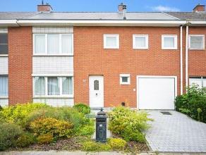 Verrassend ruime gezinswoning met garage en tuin op een rustige, doch centrale locatie in Lier. Deze woning is met zijn 5 slaapkamers ideaal voor een