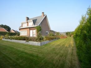 Zeer ruime woning gelegen te Duffel, op de verbindingsweg Mechelen - Lier.Indeling: Gelijkvloers: inkomhal, leefruimte, keuken, berging en  toilet. 1e