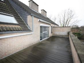 Rustig gelegen duplex appartement (90 m²) met één slaapkamer, ruim en zonnig terras en ondergrondse autostaanplaats.<br /> <br /> G