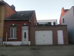 Smidstraat 16.Volledig te renoveren woning.Het hoofdgebouw mag opgetrokken worden op de hoogte van het naastliggend huis.De garage kan worden omgebouw