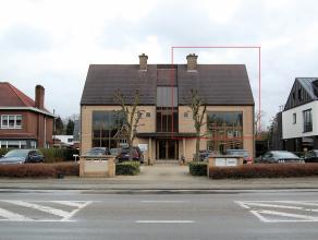 Duplex kwalitatief en standingvolle ingerichte kantoren, verdeeld over eerste en tweede verdieping met 3 voorliggende autostaanplaatsen beschikken ove