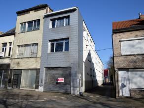 Ruim handelspand op de Liersesteenweg te Mechelen. Totale oppervlakte circa 700m². Het pand bestaat uit een winkelruimte vooraan, grote werkplaat