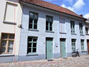Deze woning is ideaal gelegen in een rustig straatje in centrum Mechelen, ze is prachtig gerenoveerd met oog voor detail en met respect voor de authen