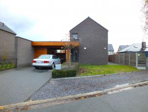 Recente huurwoning met 3 slaapkamers, carport en omheinde tuin.