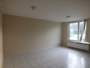 Gelijkvloers appartement met 1 slaapkamer en autostaanplaats.<br /> Mogelijkheid tot bij huren garage voor 35,-EUR/maand.<br /> Geen huisdieren toegel