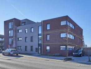 Goed gelegen appartement (90m²) met 3 slaapkamers, terras (7,6m x 2m) en ondergrondse autostaanplaats met berging.