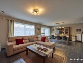 Zeer goed gelegen gelijkvloers appartement (120m²) met 2 ruime slaapkamers, zeer lichte woonkamer en groot, gedeeltelijk overdekt terras van 60m&