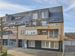 Mooi, ruim duplex appartement (173m²) , terras met 2 slaapkamers en een ondergrondse autostaanplaats in het centrum van Lommel.
