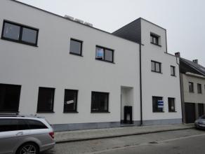 Het duplex appartement is gelegen op het eerste verdiep en bestaat uit volgende indeling; inkomhal, living met zeer groot terras, volledig ingerichte