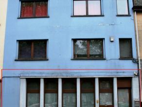 Instapklaar kantoorgelijkvloers van ca 80m², bevattende : inkom, doorlopende kantoorruimte in L-vorm, 2e kantoormodule, aparte keuken, sanitaire