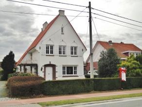 Toestand:Deze karaktervolle villa werd gebouwd in 1952 en werd sindsdien goed onderhouden. De woning dient gemoderniseerd te worden doch werd er reeds