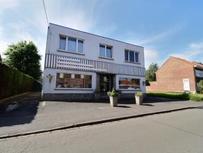 MOUSCRON - bel ensemble immobilier se composant d'une surface commerciale munie de grandes vitrines et d'un vaste appartement 3 chambres avec terrasse