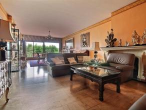 MOUSCRON - Surface commerciale et duplex avec terrasse et jardin: - Rez-de-chaussée : Surface commerciale de +/- 180 m² au sol Très