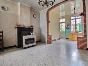 MOUSCRON - Maison de rangée à rénover proche des commerces : - Rez-de-chaussée : hall (+/- 3-4 m²), salon/salle &agra