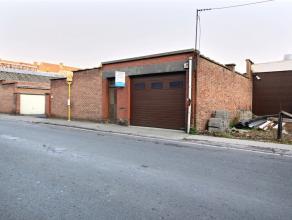 MOUSCRON - Entrepôt de +/- 230 m², idéalement situé entre le centre-ville et les axes: Munit d'une grande porte sectionnelle