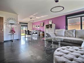 LUINGNE - Superbe villa rénovée récemment offrant de très beaux volumes : - Rez-de-chaussée : hall (+/- 5 m²),