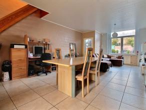 MOUSCRON - Maison de rangée rénovée avec goût en 2011: - Rez-de-chaussée : hall d'entrée, spacieux et agr&eac