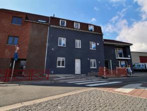 MOUSCRON - Immeuble de rapport comprenant 5 appartements : - 1er appartement : Hall, salle à manger et cuisine équipée (taques au