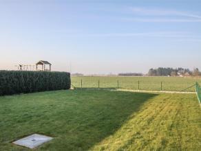 Gelegen in het landelijke Meigem, vinden we deze recent gebouwde HOB. Deze woning omvat: een ruime living met open keuken, een inpandige garage, 4 sla