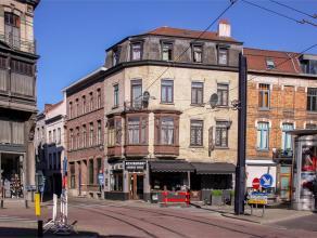 Binnen de Gentse binnenring verkopen wij dit gebouw bestaande uit een handelsgelijkvloers (100m2) en 3 appartementen met telkens 1 slaapkamer. Volledi