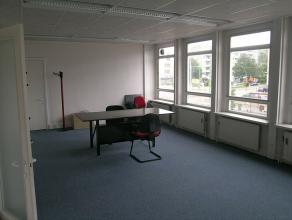 Kantoren op de eerste verdieping strategisch gelegen.  Ruime en lichte kantoren met mogelijkheden. Een ruime keuken. De kantoren worden opgefrist, mee