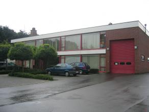 Gelegen vlakbij de afrit 21 van de autosnelweg E313 in het Industrieterrein 'Klein Gent'. Het gebouw ligt op grondgebied Herenthout. Het betreft een i