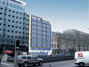Ligging: <br /> - busstop: 22 <br /> - trein: Centraal station <br /> - metro: Arts/Loi <br /> - 1 pp per 106 m² <br /> - airconditioning <b