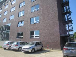 Kantoorunit van 86m² met mogelijkheid van parking. <br /> Open landschapskantoor met sanitaire voorzieningen en kitchenette. <br /> Instapklare
