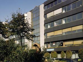 Langsheen Singel van Antwerpen een prestigieus, modern kantoorgebouw bestaande uit een gelijkvloers, 5 verdiepingen en een technische verdieping. <br
