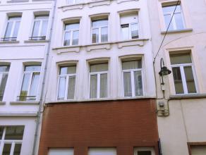 Rouppe - Annessens : A 5 minutes à pied de la bourse et des Halles Saint-Géry, vous trouverez cet immeuble de rendement avec 5 apparteme