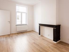Zoekt u een volledig gerenoveerd appartement in hartje Brussel op 5 minuten van de Grote Markt? Dit appartement bevindt zich in een goed onderhouden h