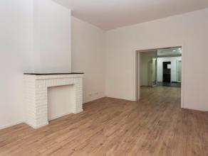 Place Rouppe. Vivre sereinement dans un appartement parfaitement remis à neuf: - Le centre-ville est à un jet de pierre: A proximit&eacu