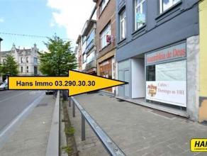 TOPlocatie!!! gerenoveerd (2011) handelsgelijkvloers van 150m² met aparte keuken en sanitaire ruimte. Indeling: Showroom/winkel van ongeveer 100m